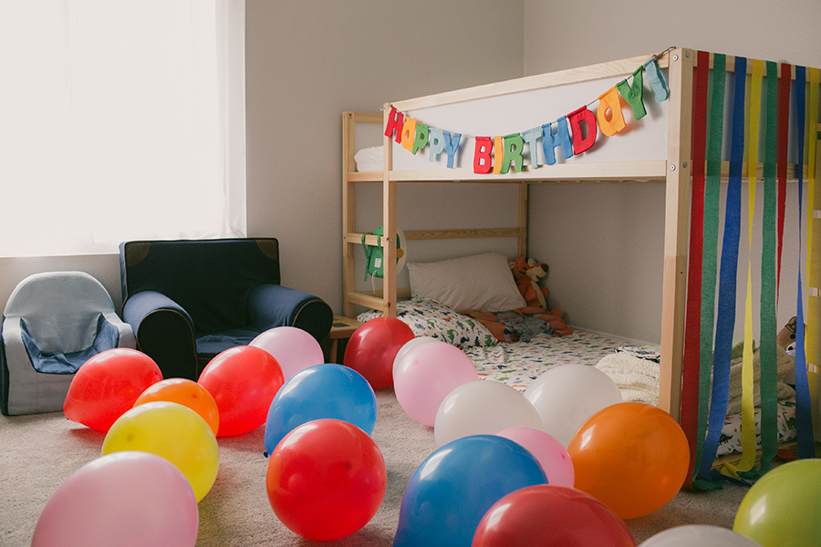 nolan's 2nd birthday - balloons in room